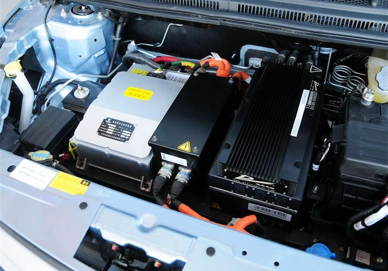 2014款 两厢 e150 ev 电动科技版