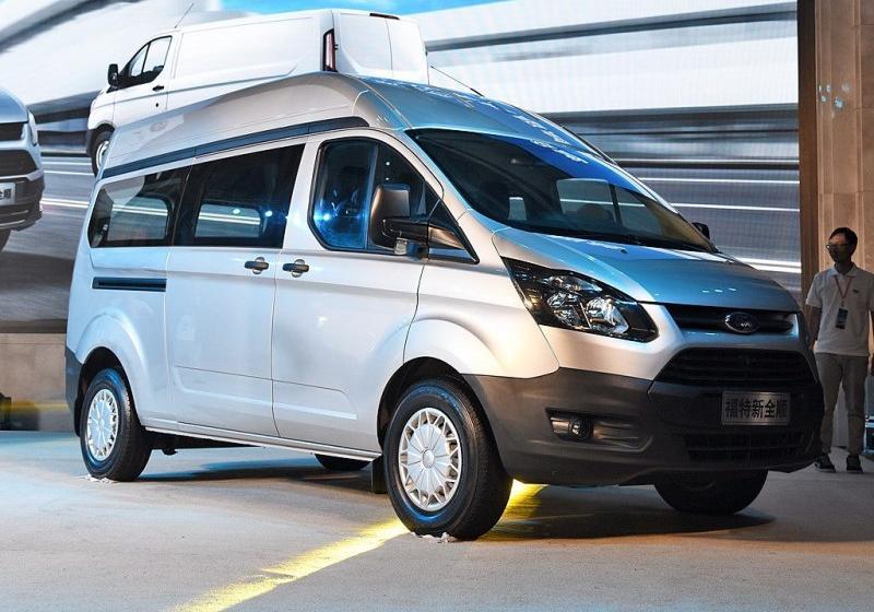 福特全顺 _2017款 2.0t汽油多功能商用车中轴中顶--活动