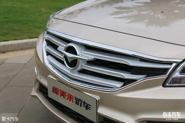 新款海马福美来轿车外观全面升级,更换了横格式中网,相比老款车型高清图片