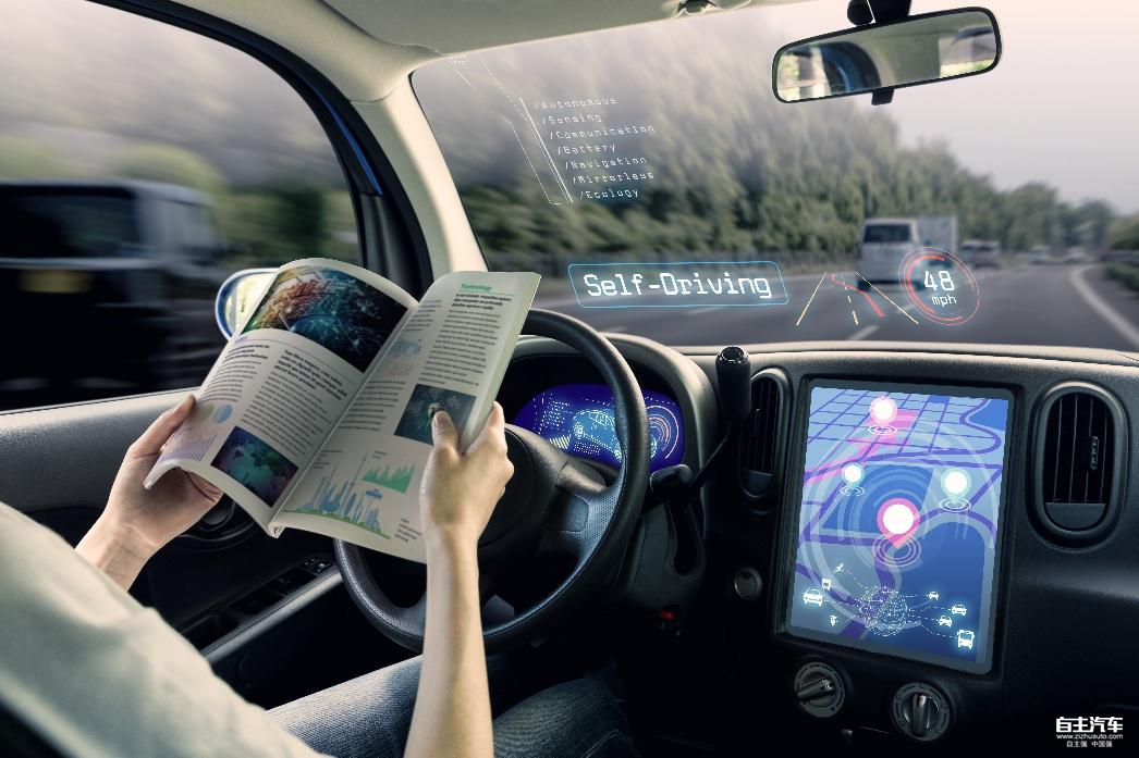 近日,未来已来全球人工智能高峰论坛在杭州召开。无人驾驶作为当前炙手可热的前沿话题,引发了与会者的热烈讨论,从现状到发展,剖析了无人驾驶汽车的诸多可能性。由国外权威机构Navigant提供的研究数据也表明,到2035年,无人驾驶汽车的全球销售量预计将达到每年8500万辆。与此同时,世界上最具创新精神的品牌,如谷歌、优步、特斯拉、宝马、尼桑等,都在构思和引入一种全新的交通模式无人驾驶。这一切无不昭示着,无人驾驶电动汽车即将到来。 就像无人驾驶将人们的双手从方向盘中解放出来一样,未来的充电过程也必须把