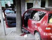 从女司机倒车将自己撞到树上谈夜间倒车技巧