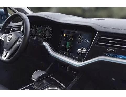 全球首个曲面仪表板诞生,汽车曲面屏时代来临?